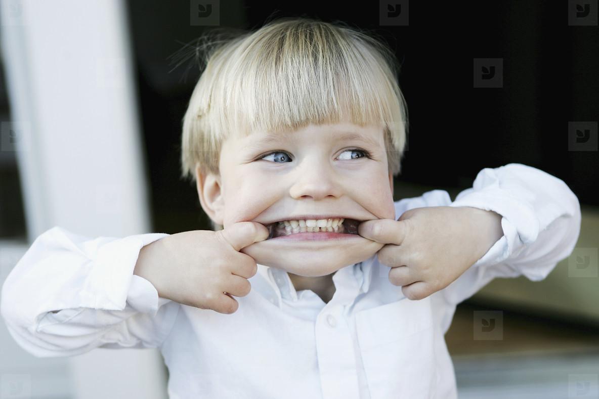 Почему дети скрипят ночью зубами