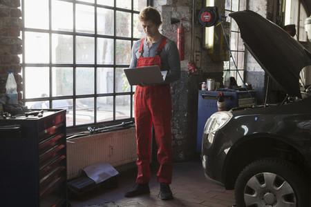Auto Repair Shop 06