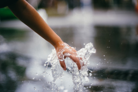 Hand in Water 02