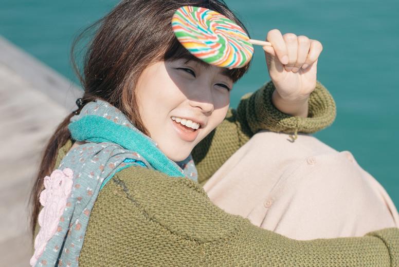 Asian girl on summer holidays 05