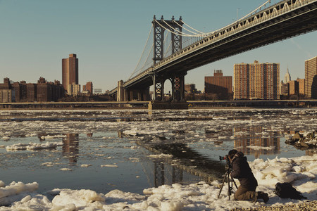 Brooklyn bridge and ice in river