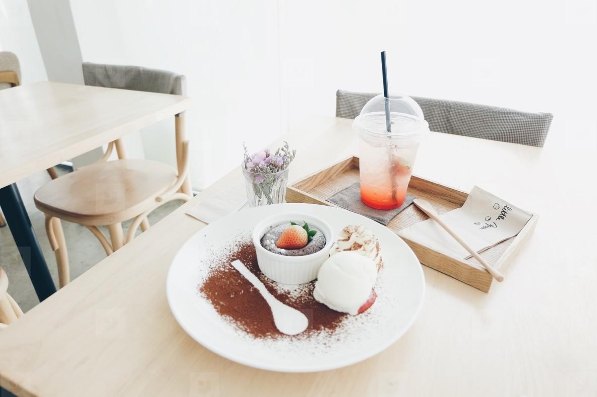 strawberry brownie lava