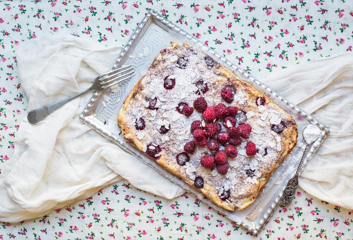 Raspberry cottage cheese cake with fresh raspberries  almond pet