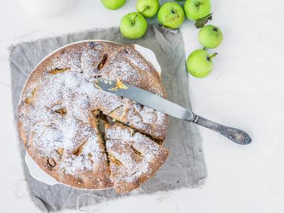 Autumn green apple cake