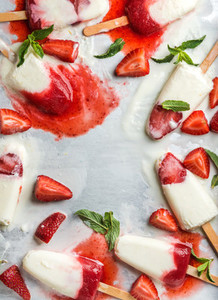 Strawberry yogurt ice cream popsicles with mint