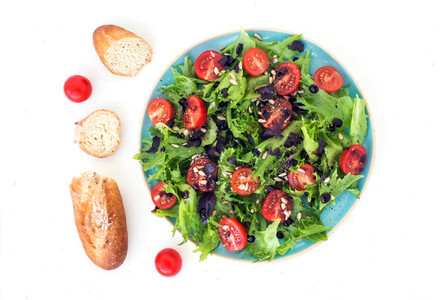 Vegetable salad and bread