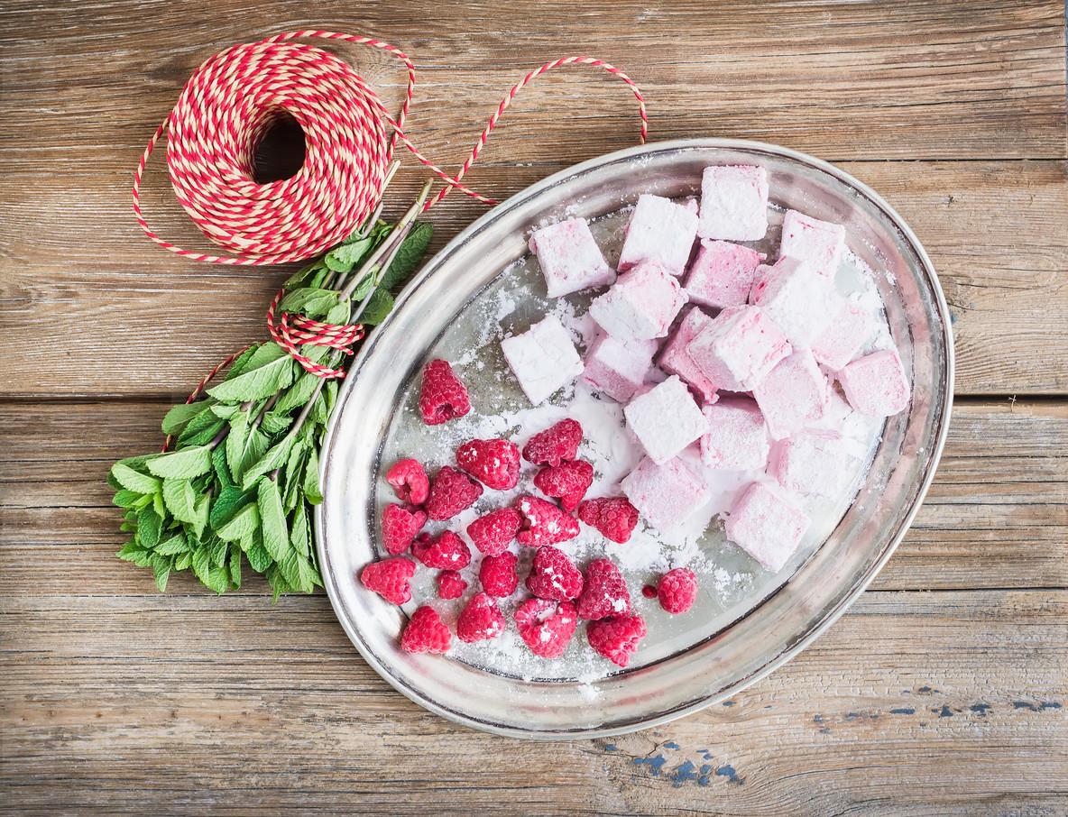 Homemade raspberry marshmallow with fresh raspberries  sugar pow