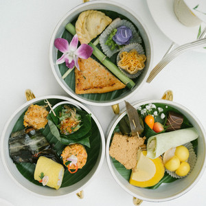 Thai dessert in food carrier