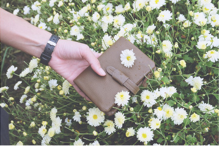 Hand hold wallet with flower