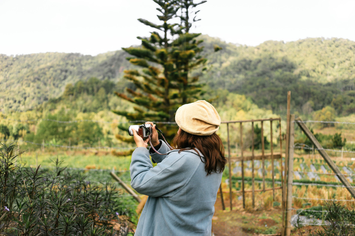 Woman photographer  02