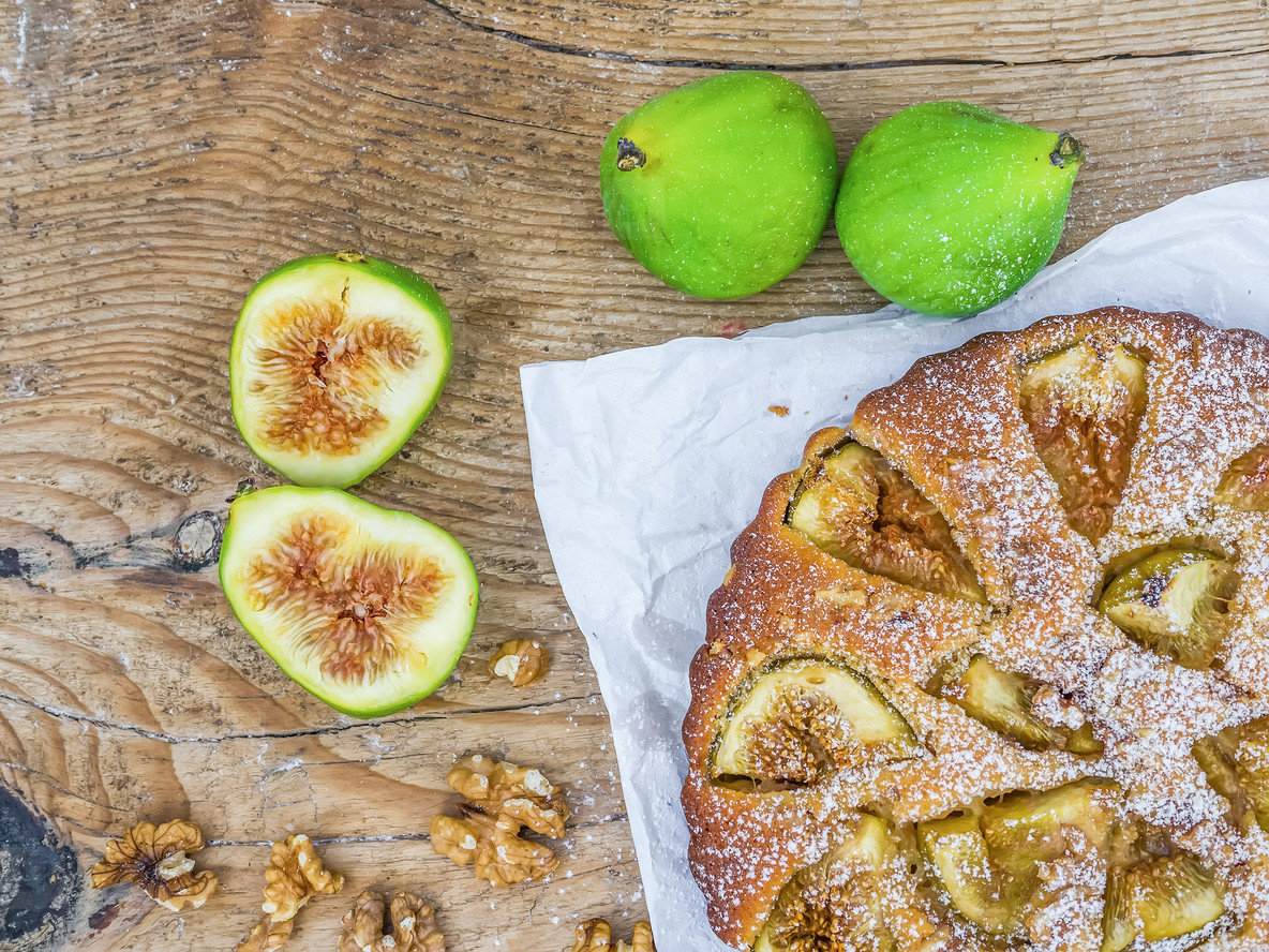 Fig cake with fresh figs