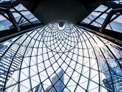 Symmetrical spiral glass window