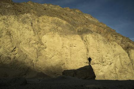 Diving In The Desert 02