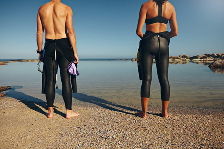 Man and woman preparing for triathlon