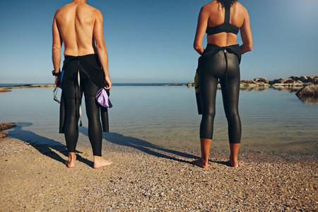 Man and woman preparing for triathlon