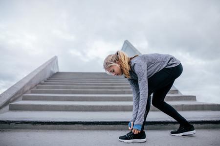 Runner preparing for a run