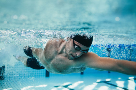 Fit swimmer training in the pool