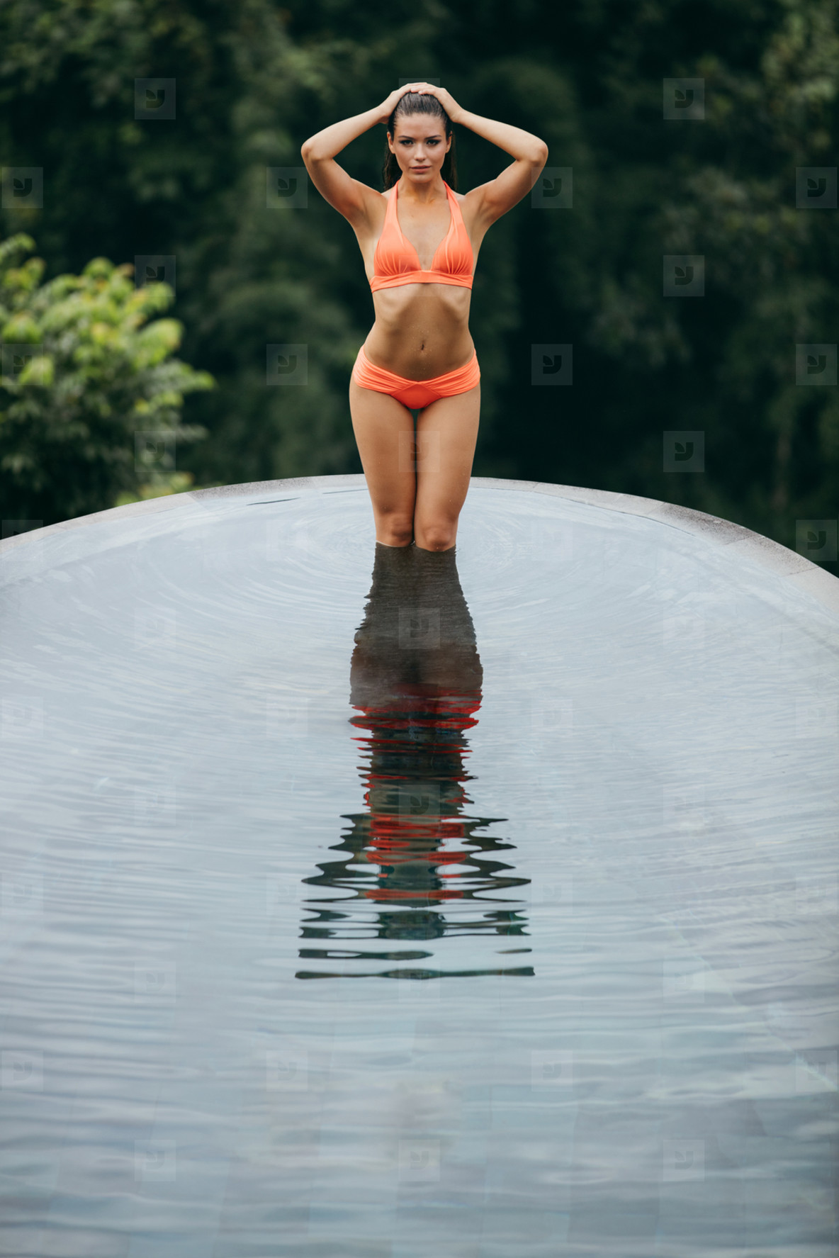 10842114b93 Photos - Young woman posing in the swimming pool - YouWorkForThem