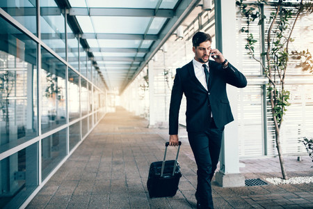 Travelling businessman making phone call