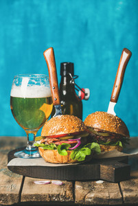 Beef burgers with crispy bacon  vegetables and wheat beer