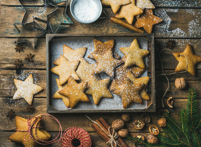 Gingerbread star shaped cookies in wooden tray with baking paper