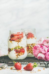 Healthy detox spring breakfast jars with pink raninkulus flowers