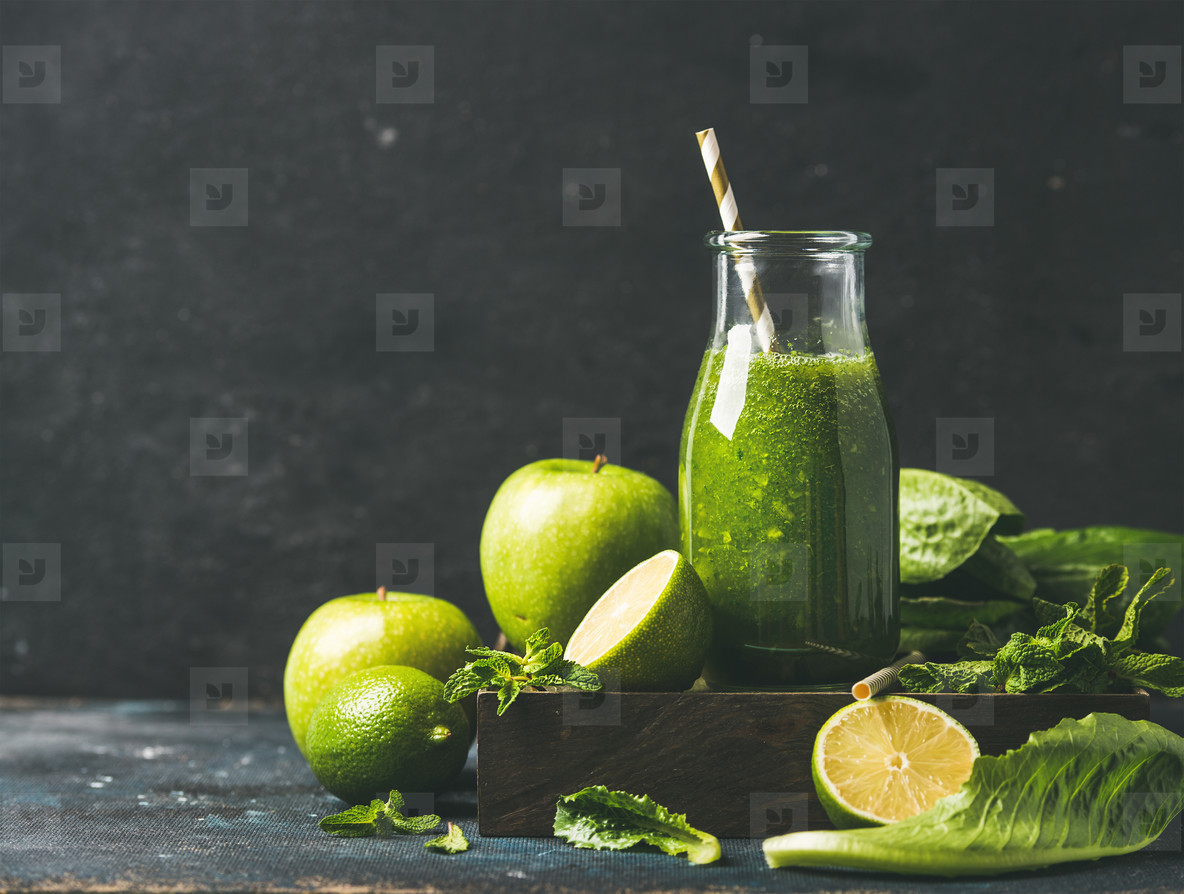 Smoothie with apple  romaine lettuce  lime and mint  copy space