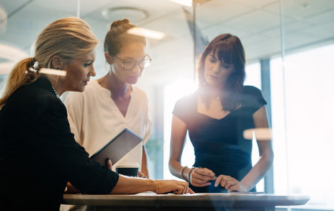 Businesswomen brainstorming over new business ideas