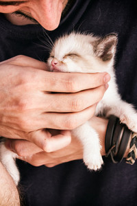 Young man holding a kitty