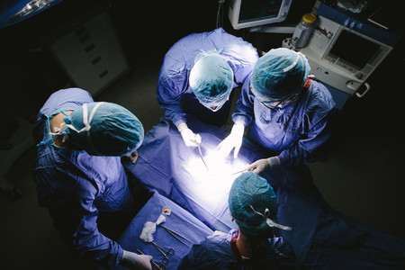 Team of surgeons performing surgery in operation theater