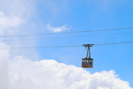 Flying cableway