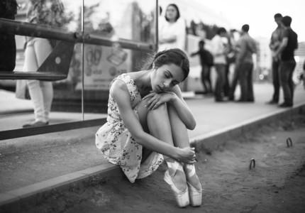 Ballerina out of doors 01