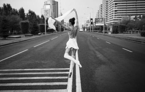 Ballerina out of doors 08