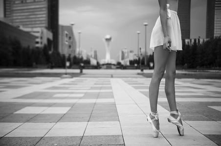 Ballerina out of doors 13
