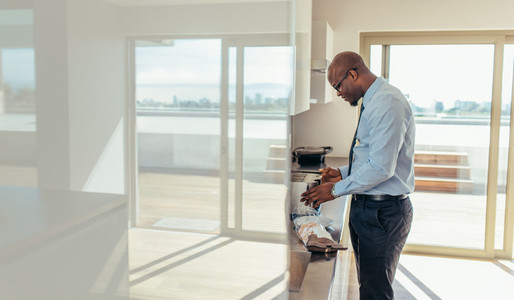 Businessman preparing breakfast at home
