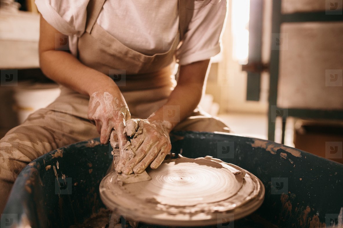 Photos Potter Moulding Clay On Pottery Wheel Youworkforthem