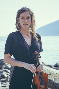 Seaside Violinist 02