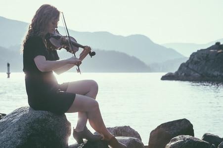 Seaside Violinist 04