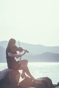 Seaside Violinist 08