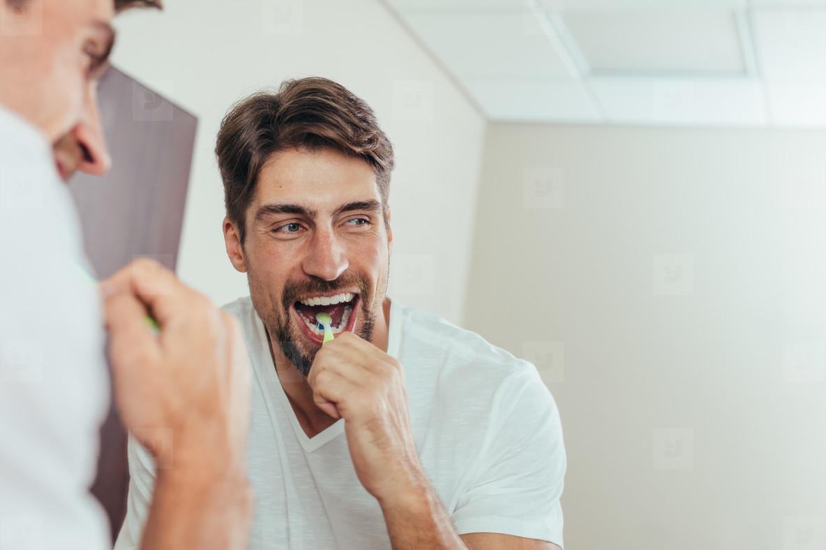να βουρτσίζεις τα δόντια σου