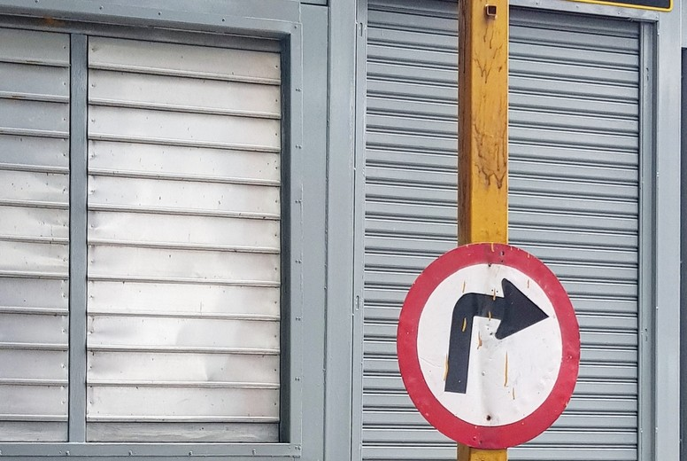 Traffic sign turn right