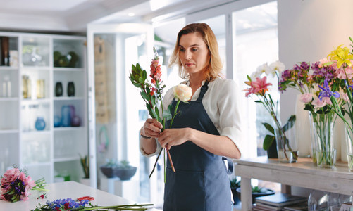 Woman making a bouquet with fresh flowers