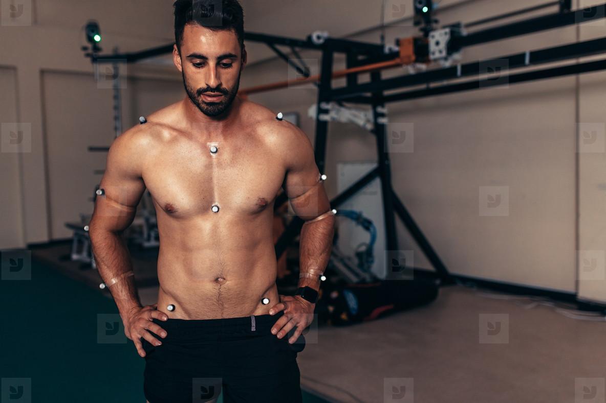 Male athlete testing is performance in biomechanics lab