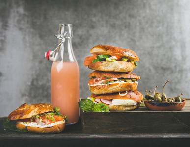 Bagels with salmon  eggs  vegetables  capers  cream cheese and grapefruit lemonade