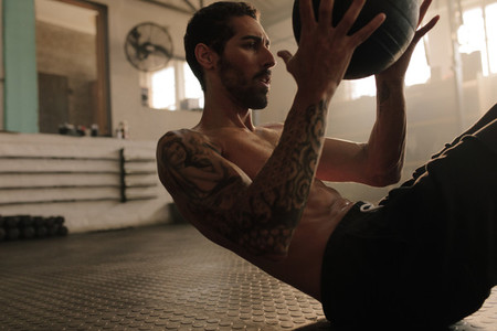 Abdomen exercise with medicine ball