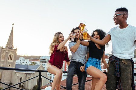 Friends and drinks at the roof