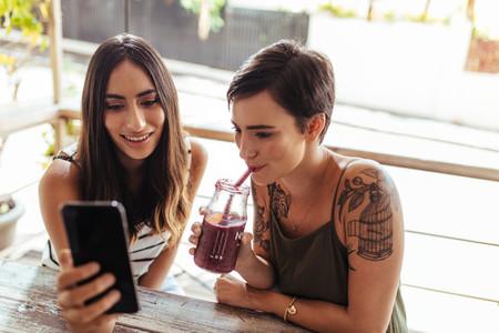 Women at an outdoor restaurant