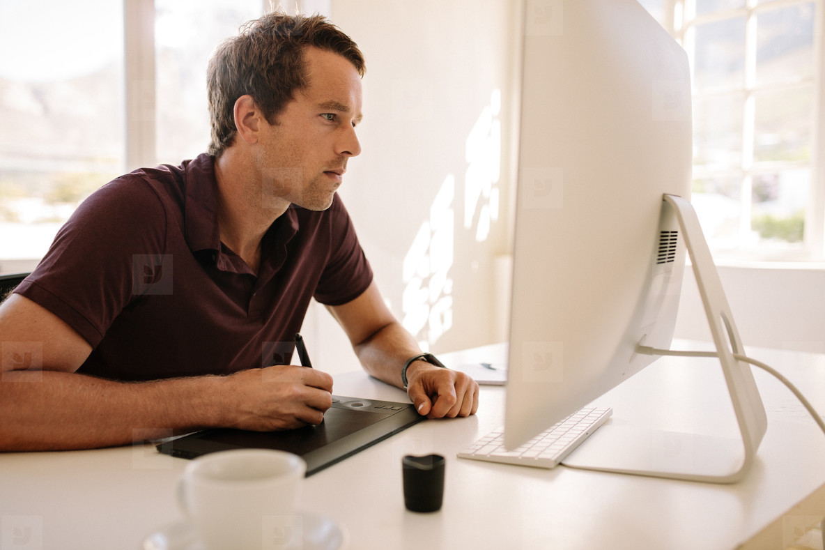 Man using a digitizer to write text in computer