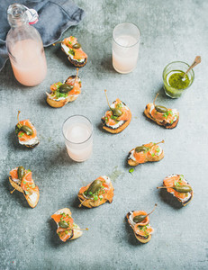 Crostini with smoked salmon and grapefruit cocktails top view