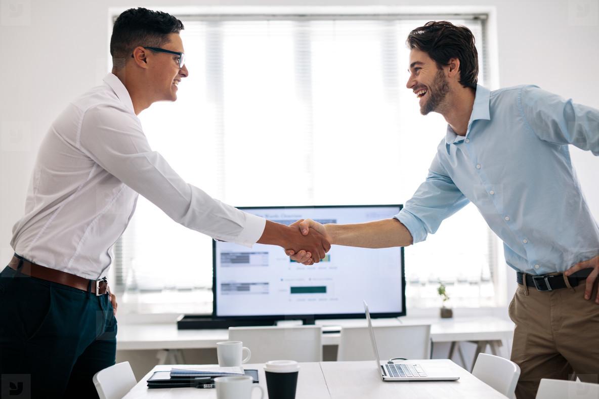Intercambia tus servicios, gana experiencia y establece nuevas relaciones.